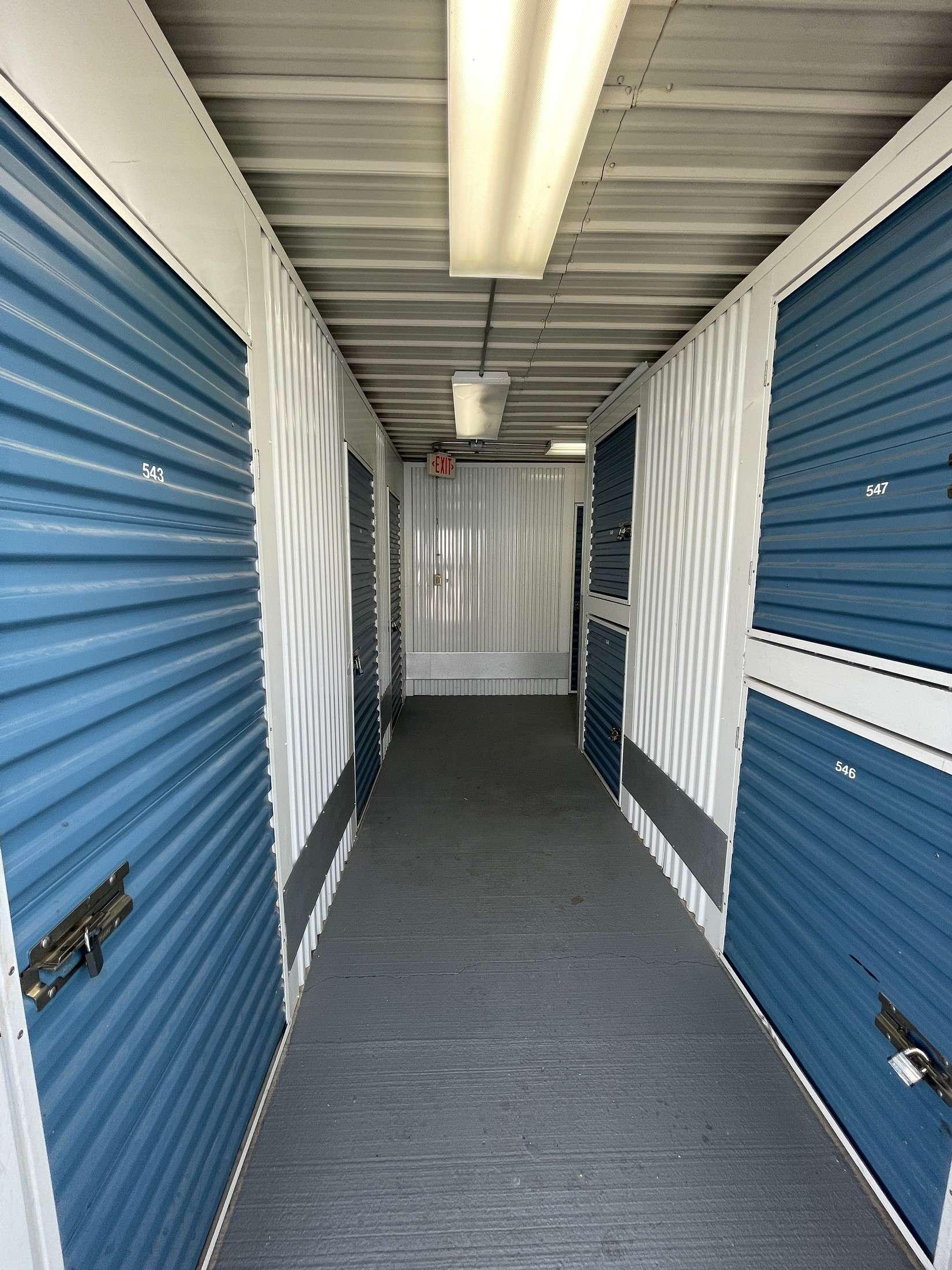 A1 U Store It Overland Interior corridor 543